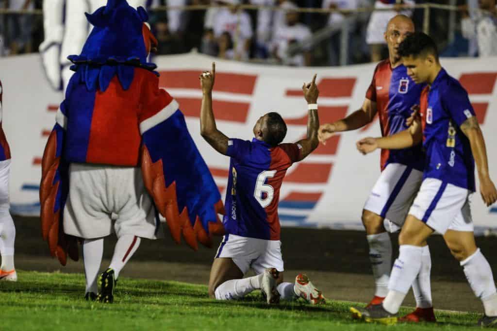 Paraná Clube bate o CRB e vence a primeira na Série B