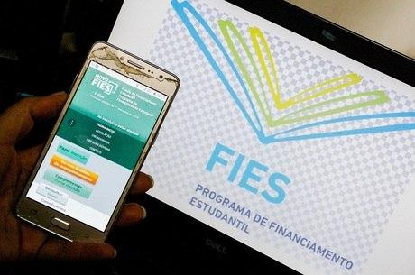 Fies - Estudantes podem renegociar atrasos pelo celular