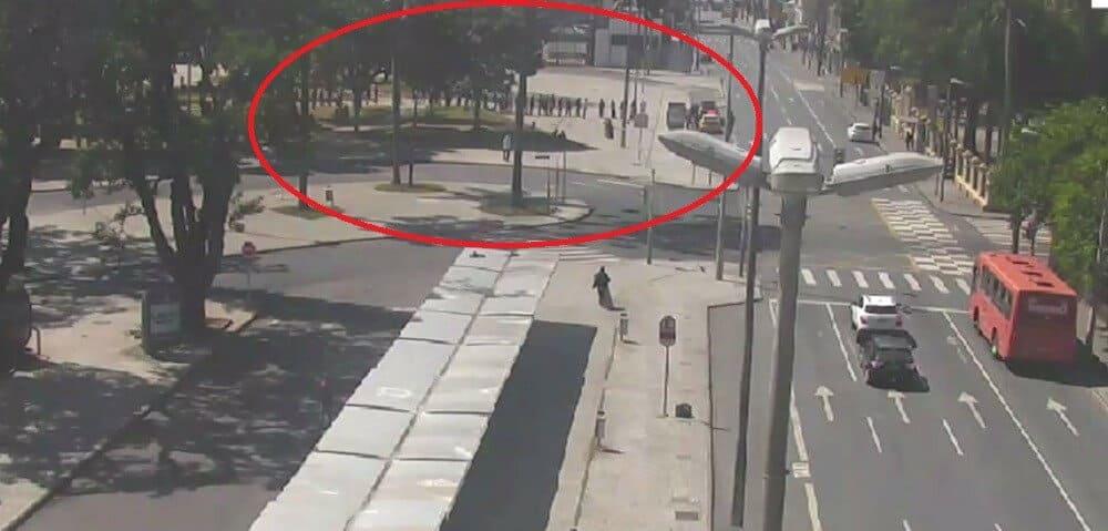 Confusão em Curitiba, homem preso fila marmita