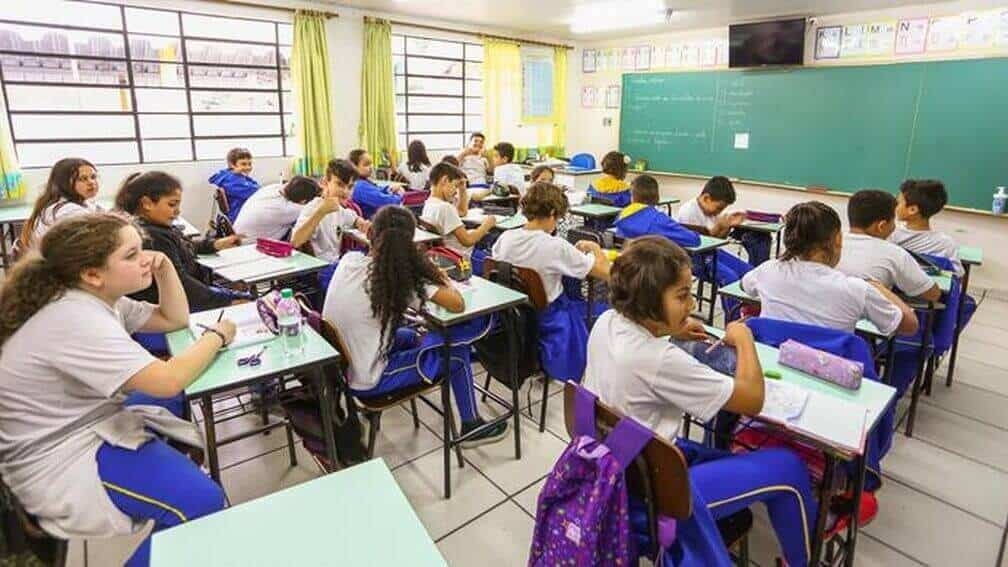 Curitiba, aulas suspensas, online